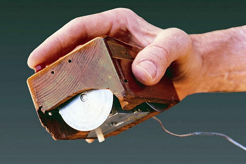 Когда было придумано это устройство, заказать дизайн мыши еще было невозможно...