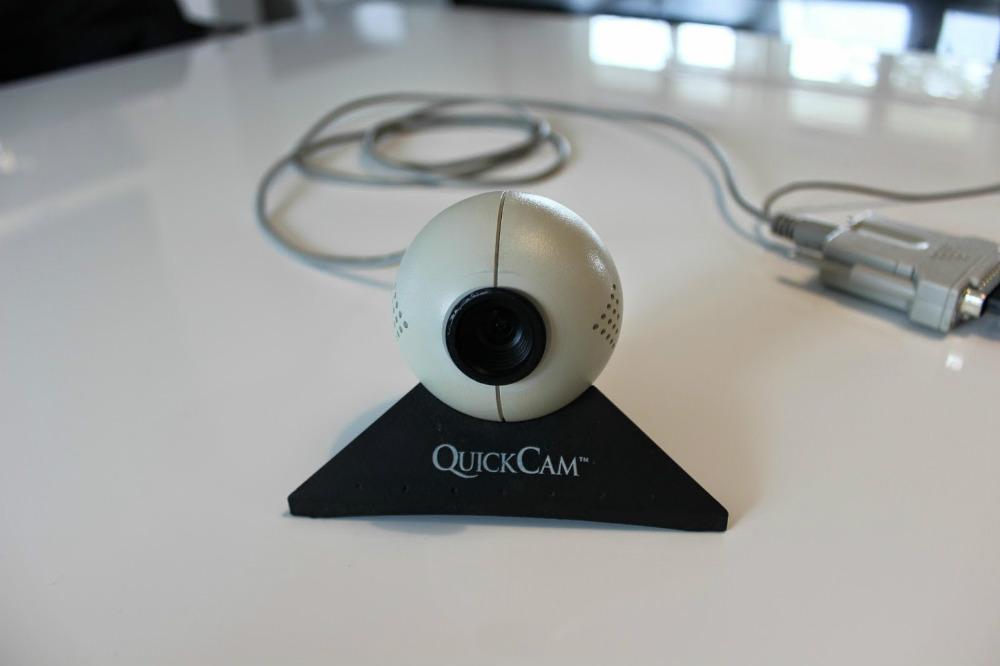 Connectix предложила свой дизайн вебкамеры впервые на рынке
